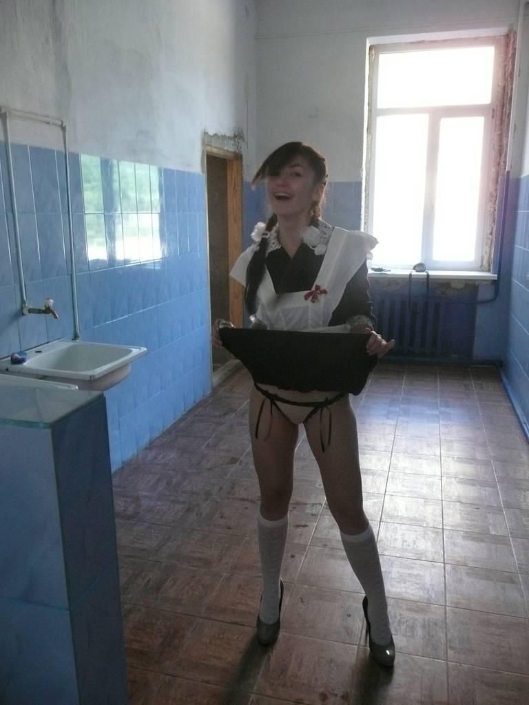 фото писька в туалете