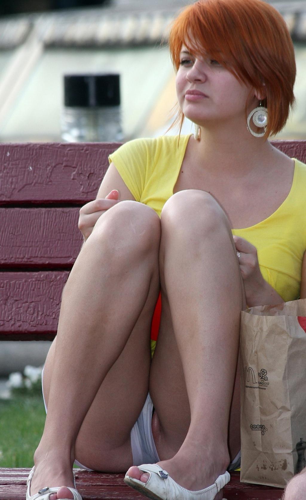 Бесплатно рыжая девка стринги писька
