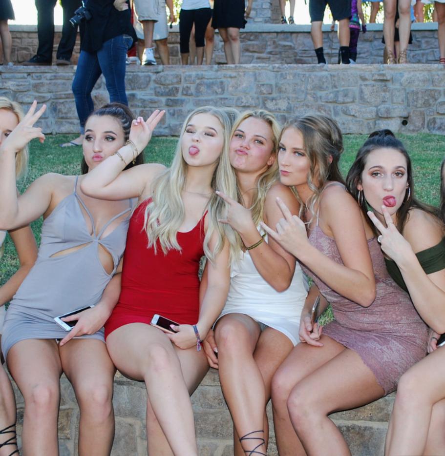 Русские девушки засветили трусики, ворованные эро фото