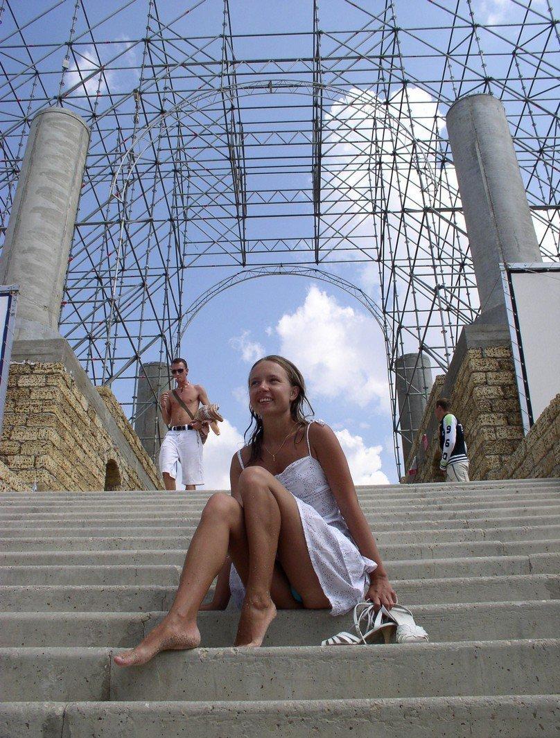На Лестнице Блонда Светит Киской Порно И Секс Фото Под Юбками