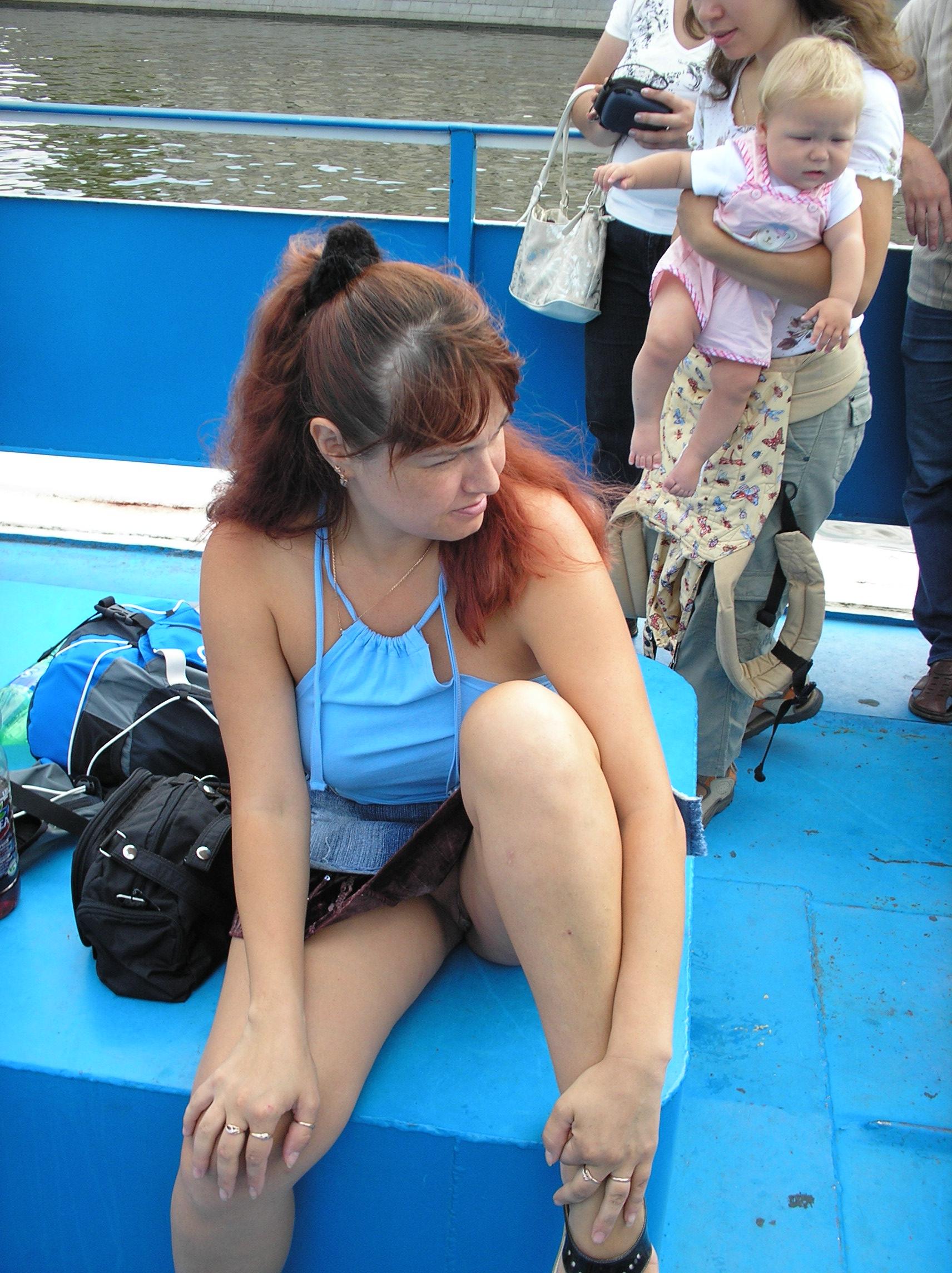 Сидячий upskirt телок девок в городе 8 фотография