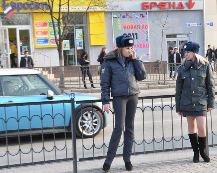 Две сексуальные госпожи полицейские