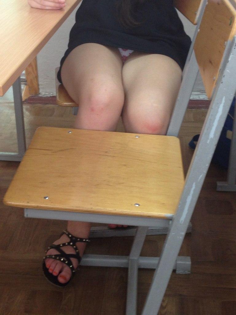 Умоей одноклассницы видны трусики фото 169-182
